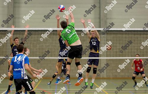 2016-10-15 / Volleybal/ seizoen 2016-2017 / Mendo - Topsportschool / Duwaerts Ruben (Mendo) (6) test het blok van Vandamme Jome (9) en Desmet Mathijs  ,Foto: Mpics.be
