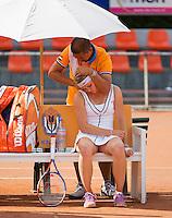 11-08-12, Netherlands, Hillegom, Tennis, NJK, Elke Tiel   receives treatment