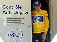 23.07.2002 US Lance Armstrong of the US Postal Service team walks out of the doping control center after the 15th stage of the Tour De France from Vaison-la-Romaine to Les-Deux-Alpes, in Les-Deux-Alpes, 23 July 2002.