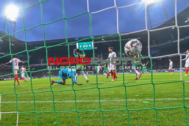10.02.2019, Weser Stadion, Bremen, GER, 1.FBL, Werder Bremen vs FC Augsburg, <br /> <br /> DFL REGULATIONS PROHIBIT ANY USE OF PHOTOGRAPHS AS IMAGE SEQUENCES AND/OR QUASI-VIDEO.<br /> <br />  im Bild<br /> <br /> 4:0 durch Kevin Möhwald / Moehwald (Werder Bremen #06) verdeckt gegen Gregor Kobel (FC Augsburg #40)<br />  Aufgenommen mit der Hintertor Remote Kamera<br /> <br /> Foto © nordphoto / Kokenge