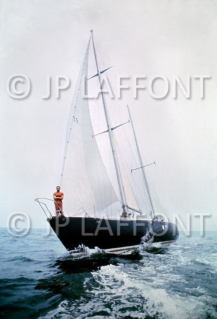 29 Jun 1976, Newport, Aquidneck Island, Rhode Island, USA. French sailor Eric Tabarly crossing the finishing line in Newport aboard the Pen Duick VI, winning the OSTAR transatlantic race for the second time. The 1976 edition of the Observer Single-Handed Trans-Atlantic Race (OSTAR) was the largest edition of the race, in the number of participants and the length of boats. Image by © JP Laffont