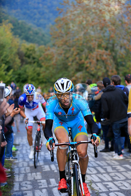 Riders on the 30% gradient climb of Colma di Sormano during the last classic of the season Il Lombardia 2015 running 245km from Bergamo to Como, Italy. 4th October 2015.<br /> Picture: Eoin Clarke | Newsfile