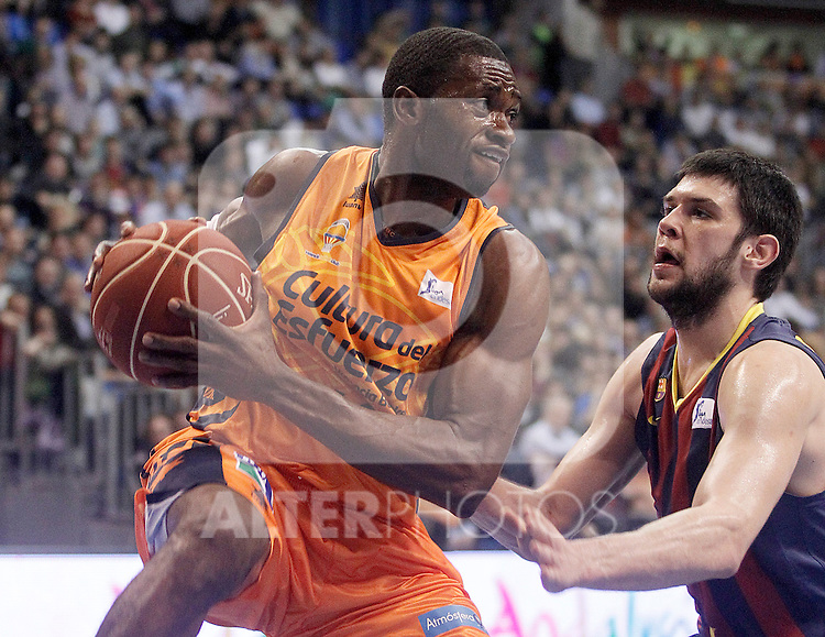 FC Barcelona's Kostas Papanikolau (r) and Valencia Basket Club's Romain Sato during Spanish Basketball King's Cup Semifinal match.February 8,2014.(ALTERPHOTOS/Acero)