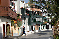 Spain, Canary Islands, La Palma, Santa Cruz de La Palma: capital - typical balconies at Avenida Maritima