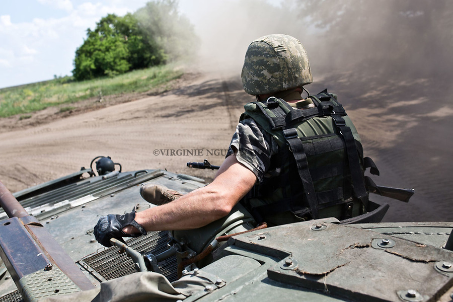 UKRAINE, Pisky: Chemic and Yassin went with a tank to the frontline in order to check shelling near the airport of Donetsk. <br /> <br /> UKRAINE, Pisky: Chemic et Yassin -noms de guerre- sur un tank afin d'aller v&eacute;rifier les bombardements pr&egrave;s de l'a&eacute;roport de Donetsk.