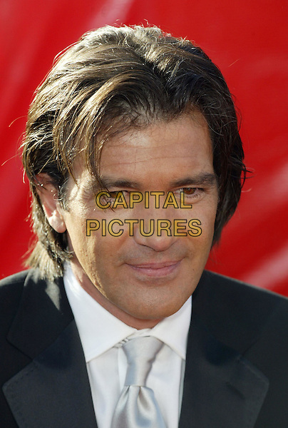 ANTONIO BANDERAS.At the 56th Annual Prime Time Emmy Awards held the Shrine Auditorium, Los Angeles, CA, USA, .19th September, 2004..portrait headshot .Ref: ADM.www.capitalpictures.com.sales@capitalpictures.com.©Charles Harris/AdMedia/Capital Pictures .