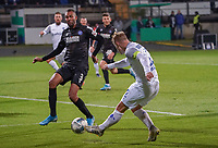 Fabian Holland (SV Darmstadt 98) gegen Daniel Gordon (Karlsruher SC) - 29.10.2019: SV Darmstadt 98 vs. Karlsruher SC, Stadion am Boellenfalltor, 2. Runde DFB-Pokal<br /> DISCLAIMER: <br /> DFL regulations prohibit any use of photographs as image sequences and/or quasi-video.