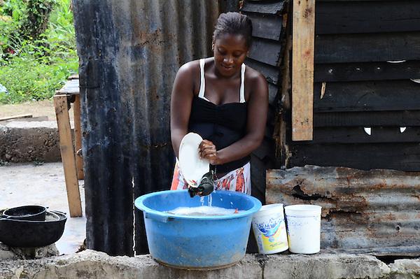 La contaminaci&oacute;n del rio Nigua ha sido uno de los factores mas influyente en la propagaci&oacute;n del c&oacute;lera entre los moradores de San Cristobal, en la comunidad de Loma de corea, pertenece a Nigua.<br /> <br /> Fotos: Carmen Su&aacute;rez/acento.com.do<br /> Fecha: 03/09/2013