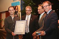 Innungsbester Angelo Novotny (Elektroniker) mit Kreishandwerksmeister Ulrich Gehron, Walter Astheimer (Grüne, 1. Kreisbeigeordneter), Dr. Christof Riess (Hauptgeschäftsführer Handwerkskammer Frankfurt-Rhein-Main)