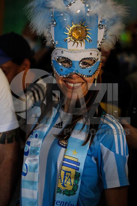 SÃO PAULO,SP,13.07.2014 - COPA 2014 - TORCIDA ARGENTINA x ALEMANHA - Torcedores argentinos assistem a partida  da Argentina contra a Alemanha pela  final da Copa do mundo 2014 no Bar Moocaires na Mooca região leste de São Paulo.(Foto Ale Vianna/Brazil Photo Press).