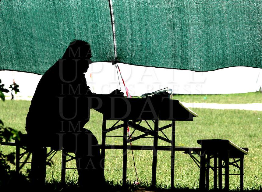 Un anziano siede all'ombra in una tendopoli a Coppito, nei pressi dell'Aquila, 8 giugno 2009, poco piu' di due mesi dopo il sisma che ha sconvolto l'Abruzzo..A man sits at the shadow in a tent city in Coppito, near L'Aquila, 8 june 2009, about 2 months after the earthquake that hit the Abruzzo region in central Italy..UPDATE IMAGES PRESS/Riccardo De Luca