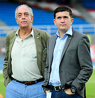 CALI - COLOMBIA - 05 - 05 - 2017: Ignacio Martan (Izq.), Presidente de Cortulua y Andres Botero (Der.), Presidente de Atletico Nacional, durante partido entre Cortulua y Atletico Nacional, de la fecha 16 por la Liga Aguila I 2017 jugado en el estadio Pascual Guerrero de la ciudad de Cali. / Ignacio Martan (L), Presidente de Cortulua, and Andres Botero (R), President of Atletico Nacional, during a match Cortulua and Atletico Nacional, for the date 16th of the Liga Aguila I 2017 played at the Pascual Guerrero stadium in Cali city. Photo: VizzorImage / Nelson Rios / Cont.