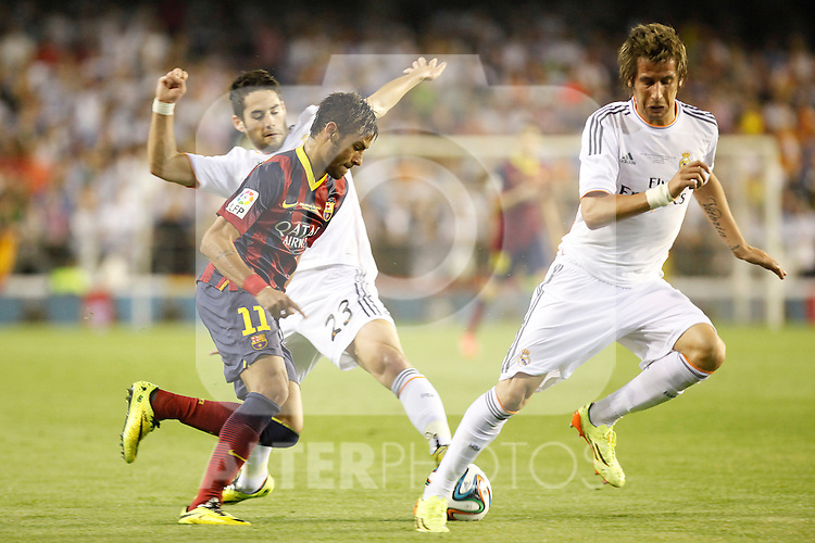 Real Madrid´s Coentrao and Isco and F.C. Barcelona´s Neymar Jr during the Spanish Copa del Rey `King´s Cup´ final soccer match between Real Madrid and F.C. Barcelona at Mestalla stadium, in Valencia, Spain. April 16, 2014. (ALTERPHOTOS/Victor Blanco)