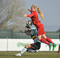 20180221 - TUBIZE , BELGIUM : Belgian Jenna Van De Keere (L) and Czech Republican Aneta Pochmanova (R) pictured during the friendly female soccer match between Women under 17 teams of  Belgium and Czech Republic , in Tubize , Belgium . Wednesday 21th February 2018 . PHOTO SPORTPIX.BE DIRK VUYLSTEKE