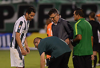 ENVIGADO –COLOMBIA, 14-02-2015: Juan Carlos Osorio técnico de Atlético Nacional conversa con Francisco Najera (Izq) durante el encuentro con Envigado FC por la fecha 4 de la Liga Águila I 2015 realizado en el Polideportivo Sur de la ciudad de Envigado./ Juan Carlos Osorio coach of Atletico Nacional Talks with Francisco Najera (L) during match against Envigado FC for the 4th date of the Aguila League I 2015 at Polideportivo Sur in Envigado city.  Photo: VizzorImage/León Monsalve/STR