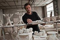 Europe/Europe/France/Midi-Pyrénées/46/Lot/ Puy-l'Évêque: Manufacture de Porcelaine Virebent -  Vincent Collin Designer [Non destiné à un usage publicitaire - Not intended for an advertising use]