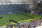 12.05.2018, Volksparkstadion, Hamburg, GER, 1.FBL. Hamburger SV vs Borussia Moenchengladbach,  im Bild   <br /> <br /> <br /> Randale aus der Nordkurve noch w&auml;hrend des Spiels - Feuerwerksk&ouml;rper auf dem Platz Polizei Hunde und Pferde<br /> Foto &copy; nordphoto / Kokenge