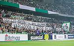 ***BETALBILD***  <br /> Stockholm 2015-09-27 Fotboll Allsvenskan Hammarby IF - AIK :  <br /> Hammarbys supportrar med banderoller med texten &quot;Nu &auml;r guldet ur era dr&ouml;mmar..&quot; under matchen mellan Hammarby IF och AIK <br /> (Foto: Kenta J&ouml;nsson) Nyckelord:  Fotboll Allsvenskan Tele2 Arena Hammarby HIF Bajen AIK Derby supporter fans publik supporters
