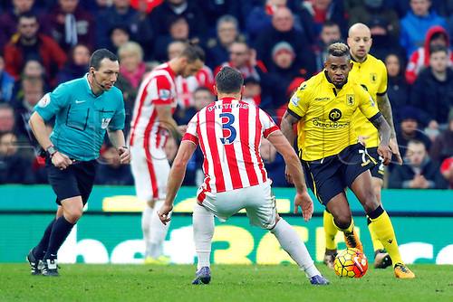 27.02.2016. Britannia Stadium, Stoke, England. Barclays Premier League. Stoke City versus Aston Villa. Leandro Bacuna of Aston Villa is pressured by Erik Pieters of Stoke City