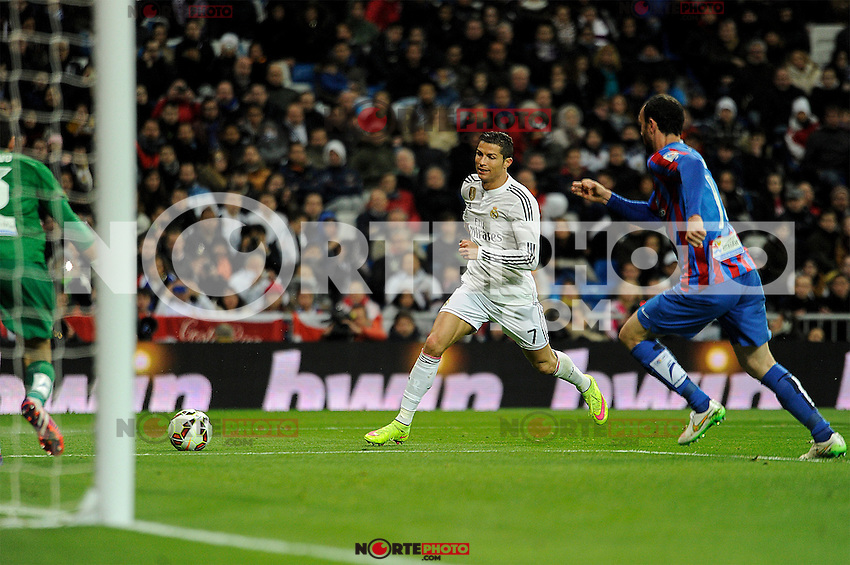 Real Madrid´s Cristiano Ronaldo during 2014-15 La Liga match between Real Madrid and Levante UD at Santiago Bernabeu stadium in Madrid, Spain. March 15, 2015. (ALTERPHOTOS/Luis Fernandez) /NORTEphoto.com