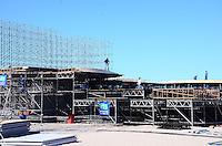 RIO DE JANEIRO, RJ, 05 DE JULHO DE 2013 -PALCO PARA A MISSA DO PAPA FRANCISCO-eMontagem do palco onde será realizada a missa com o Papa Francisco, em Copacabana,zona sul do Rio de Janeiro.FOTO:MARCELO FONSECA/BRAZIL PHOTO PRESS