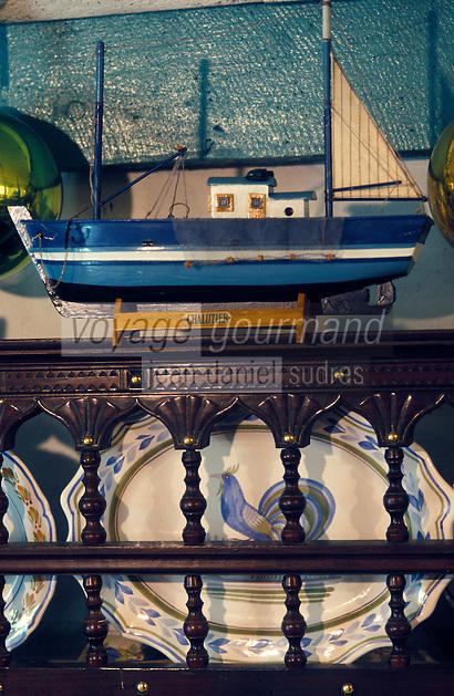 Europe/France/Bretagne/29/Finistère/Plomeur: La maison de Jocelyne - Le Bellec - Artiste peintre - détail de la décoration intérieure de la maison