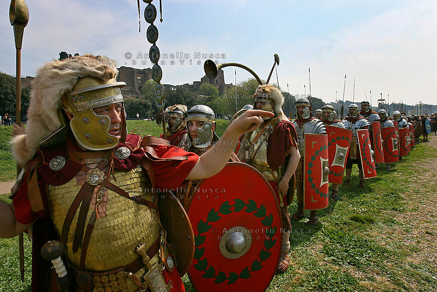 Men dressed as centurions parade on street of Rome during the elebrations for the 2761st anniversary of fondation of Rome...Uomini vestiti da centurioni sfilano al Circo Massimo durante le celebrazioni per il 2761° natale di Roma.