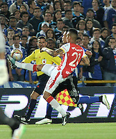 BOGOTA - COLOMBIA -14 -03-2015: Fernando Uribe (Izq.) jugador de Millonarios disputa el balón con Francisco Meza (Der.) jugador de Independiente Santa Fe, durante partido entre Millonarios e Independiente Santa Fe por la fecha 10 de la Liga Aguila I-2015, jugado en el estadio Nemesio Camacho El Campin de la ciudad de Bogota. / Fernando Uribe (L) player of Millonarios vies for the ball with Francisco Meza (R) player of Independiente Santa Fe, during a match between Millonarios and Independiente Santa Fe, for the  date 10 of the Liga Aguila I-2015 at the Nemesio Camacho El Campin Stadium in Bogota city, Photo: VizzorImage / Luis Ramirez / Staff.