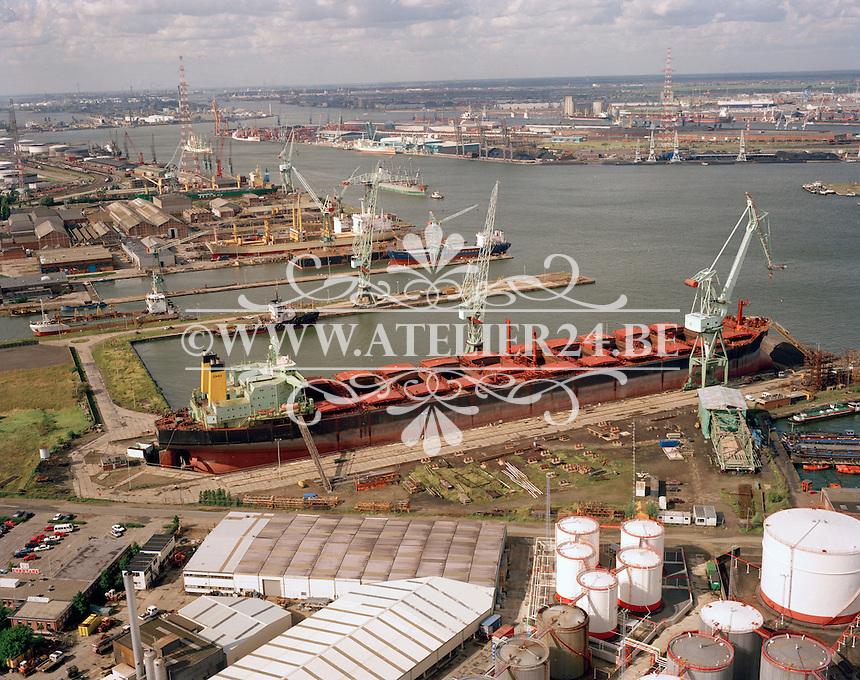 1992. Scheepswerf in de haven van Antwerpen.
