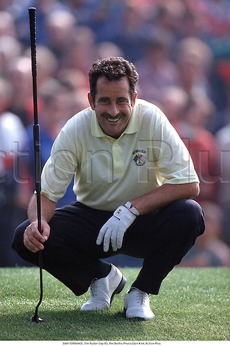 SAM TORRANCE,1993 The Ryder Cup, The Belfry, 930 Photo:Glyn Kirk/Action Plus...1993.Golf.Putting.Smiles.golfer golfers