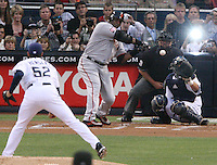 Z.bonds.3.0904.jl.jpg/photo Jamie Scott Lytle/Giants Barry Bonds starts his swing as he hits his 755th home run tying Hank Aaron's record at Petco Park Saturday night.