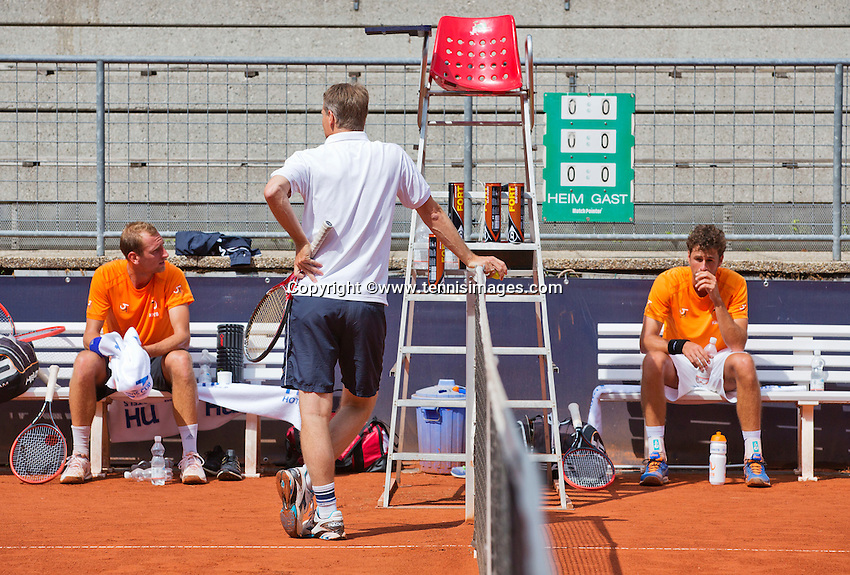 Austria, Kitzbuhel, Juli 14, 2015, Tennis, Davis Cup, Training Dutch team, Thiemo de Bakker (L) captain Jan Siemerink and Robin Haase<br /> Photo: Tennisimages/Henk Koster