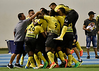BARRANCABERMEJA- COLOMBIA - 24 - 07 - 2017: Los jugadores Alianza Petrolera celebran el gol anotado a Atletico Junior, durante partido Alianza Petrolera y Atletico Junior, de la fecha 4 por la Liga Aguila II 2017 en el estadio Daniel Villa Zapata en la ciudad de Barrancabermeja. / The players of Alianza Petrolera celebrate a scored goal to Atletico Junior, during a match between Alianza Petrolera and Atletico Junior, for date 4th the Liga Aguila II 2017 at the Daniel Villa Zapata stadium in Barrancabermeja city. Photo: VizzorImage  / Jose D Martinez / Cont.