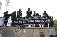 SAO PAULO, 11 DE JUNHO DE 2013 -PROTESTO POLICIA - Policiass realizam protesto por mehores salários e condições de trabalho, no vão livre do Masp, na tarde desta terça feira, 11, na Avenida Paulista, região central da capital. (FOTO: ALEXANDRE MOREIRA / BRAZIL PHOTO PRESS)
