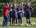 Pedro Caixinha instructing his players