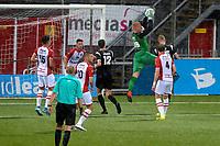 EMMEN - Voetbal, FC Emmen - Quick 20,Jens Vesting,  voorbereiding seizoen 2017-2018, 20-07-2017 FC Emmen doelman Dennis Telgenkamp  onderschept een voorzet