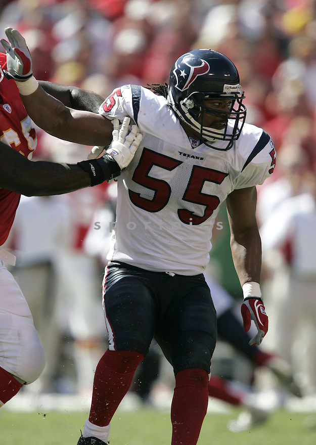 Jamie Sharper during the Houston Texans. v. Kansas City Chiefs game September 26, 2004...Dilip Vishwanat / SportPics