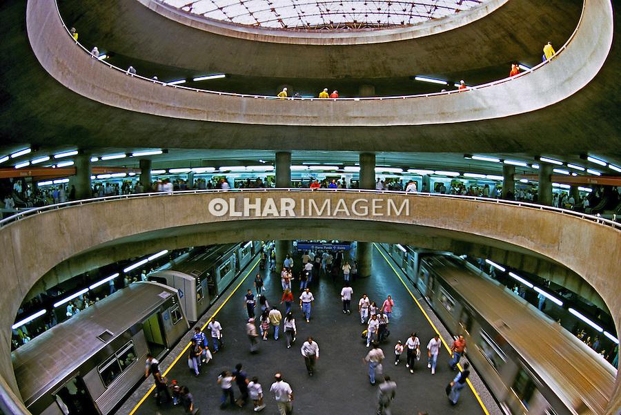Estação do Metrô Praça da Sé. São Paulo. 1996. Foto de Juca Martins.