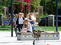 May 31, 2014 Beverly Hills California Jessica Alba and her daughter out spending a day together at the park on the swings SP1/Starlitepics