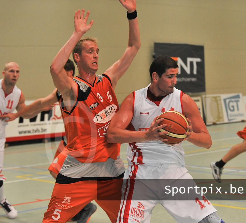 Bent Schoenen Waregem - Holstra Wevelgem : Sebastien Vermeulen (14) aan de bal voor de blokkende Tom Van De Keere (5)<br /> foto VDB / Bart Vandenbroucke