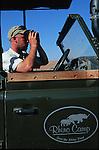Pisteur de rhinocéros noir dans le Damaraland. Namibie. Afrique.Namibia; Africa