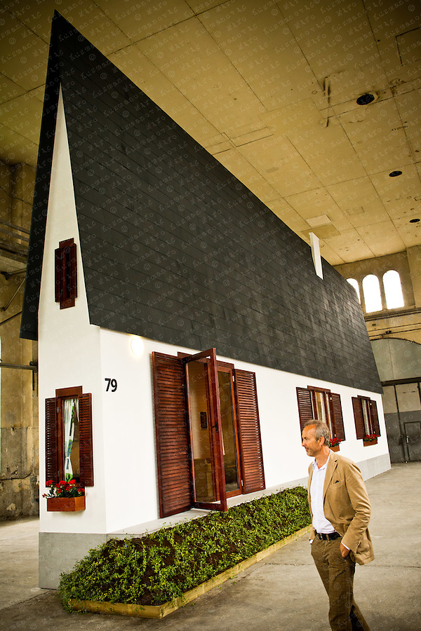 Narrow House from Austrian artist Erwin Wurm. His work is based on objects, installations, drawing, viedeos, photography, dust objects and the one minute sculptures.