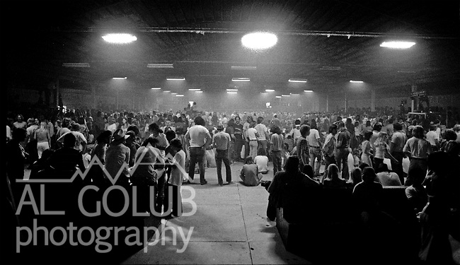 Modesto, California—Olympic Gold Ice arena—August 3, 1975—Rock'n Chair Productions Presented Ten Years After with Alvin Lee (Ric Lee on drums, Chick Churchill on Keyboard, Leo Lyons on Bass) And the Earthquakes with John Doukas – vocals, Robbie Dunbar - guitar, keyboards, backing vocals, Stan Miller - bass, backing vocals, Steve Nelson – drums, Gary Phillips - guitar, keyboards, backing vocals.  Photo by Al Golub/Golub Photography