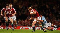2005 British & Irish Lions vs Pumas [ Argentina], at The Millennium Stadium, Cardiff, WALES match played on  23.05.2005, Dennis Hickie left moves on to accept a pass from Lewis moody, tackled, Sahne Bryne supports Hickie..Photo  Peter Spurrier. .email images@intersport-images...