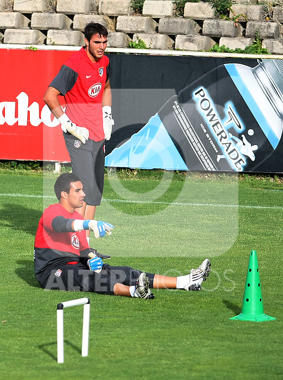 Atletico de Madrid's Sergio Asenjo (l) and Roberto Jimenez (r) during training sesion. August 05 2009. (ALTERPHOTOS/Acero).