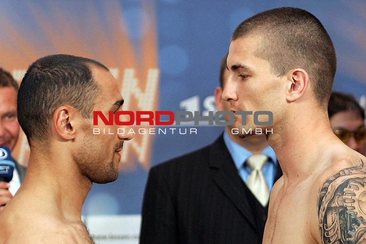 Wiegen IBF-Weltmeisterschaft Mittelgewicht Arthur Abraham (GER) und Sebastien Demers (CAN)<br /> Face to face  Arthur Abraham (GER) und  Sebastien Demers (CAN)<br /> Foto &copy; nph ( nordphoto )