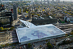 Nederland, Zuid-Holland, Rotterdam, 23-10-2013;<br /> Het dak van het gerenoveerde en volkomen vernieuwde station van Rottterdam (een van de architecten: Jan Benthem , Rotterdam CS, bijnaam De Kapsalon. Zicht op de wijken Oude Westen en Middelland. Midden in beeld Groothandelsgebouw, links nieuwe hoogbouw Delftse Poort, waaronder Nationale Nederlanden en onder in beeld de Provenierswijk aan de achterkant van het station.<br />  The completely renovated  railway station Rottterdam, Rotterdam Central (one of the architects: Jan Benthem), nicknamed The Hair Salon. In the background the Nieuwe Maas.<br /> luchtfoto (toeslag op standaard tarieven);<br /> aerial photo (additional fee required);<br /> copyright foto/photo Siebe Swart.