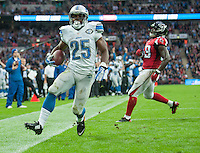 26.10.2014.  London, England.  NFL International Series. Atlanta Falcons versus Detroit Lions. Lions' RB Theo Riddick [25] runs in to the end zone for a touch down.