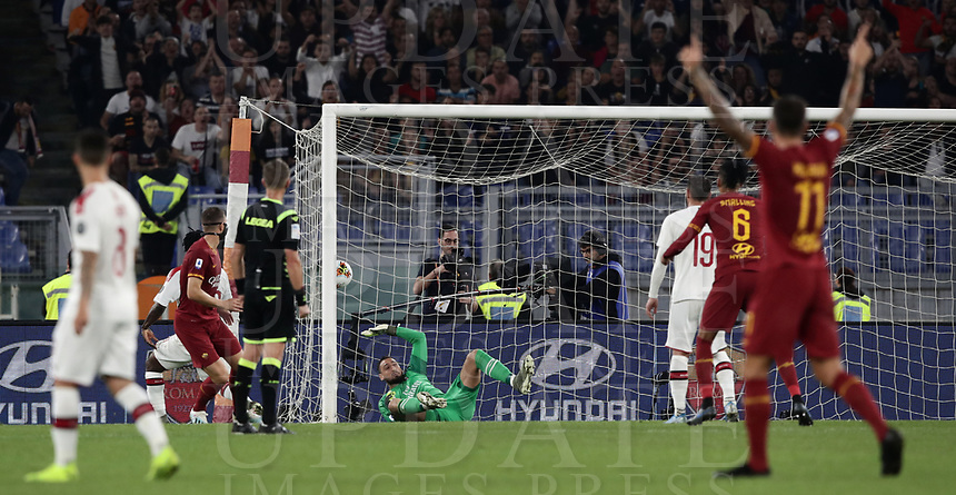 Football, Serie A: AS Roma - AC Milan, Olympic stadium, Rome, October 27, 2019. <br /> Roma's captain Edin Dzeko (l) scores during the Italian Serie A football match between Roma and Milan at Olympic stadium in Rome, on October 27, 2019. <br /> UPDATE IMAGES PRESS/Isabella Bonotto