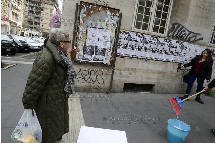Roma, 4 Aprile 2015<br /> La visita annunciata di Matteo Salvini al quartiere popolare di Garbatella &egrave; indesiderata, e i giovani del centro sociale La Strada volantinano e attaccano manifesti  per le strade del quartiere.